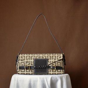 🌟 sale ⭐️ authentic Givenchy baguette bag - GUC